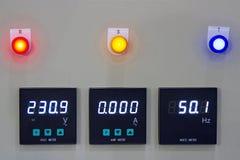 Boîte de contrôle de mesure de tension, watts de fréquence images stock