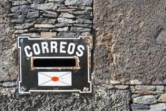 Boîte de courrier à la maison privée Image stock