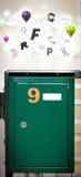 Boîte de courrier avec les lettres colorées image stock