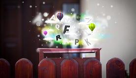 Boîte de courrier avec les lettres colorées illustration stock