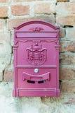 Boîte de courrier de rose d'Outdoot en Grèce Photo libre de droits