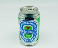 Boîte de Heineken Lager Beer sans alcool photos libres de droits
