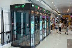 Boîte de karaoke dans le centre commercial Photo stock