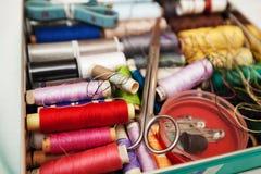 Boîte de kit de couture Images libres de droits
