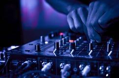 Boîte de nuit de musique du DJ Photographie stock libre de droits