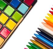 Boîte de peintures, crayons de cire Photographie stock libre de droits