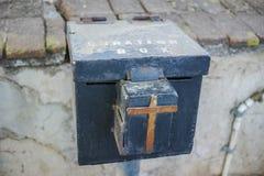 Boîte de serrure de donation avec la croix Photographie stock libre de droits