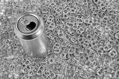Boîte de soude et anneaux de traction Photo stock