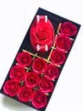 Boîte de substitution de Valentine' des roses et du boîte-cadeau Photos libres de droits