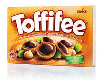 Boîte de sucreries de Toffifee images stock