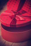 Boîte de valentine de forme de coeur Photographie stock libre de droits