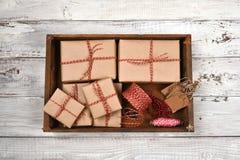 Boîte en bois de cadeaux de Noël Photographie stock