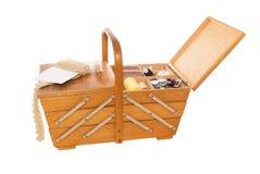 Boîte en bois de cru pour la couture Images libres de droits