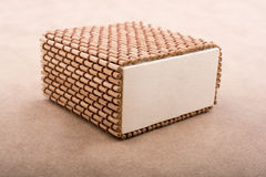 Boîte en bois de paille de brun clair Photographie stock