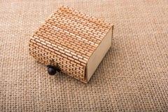 Boîte en bois de paille de brun clair Image libre de droits