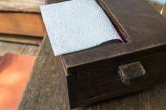 Boîte en bois de tissu image libre de droits