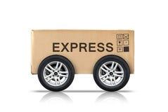 Boîte en carton avec des signes et des roues des véhicules à moteur Images stock