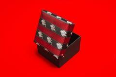 Boîte en carton avec le couvercle de tissu Image libre de droits