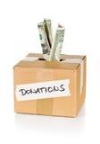 Boîte en carton de donation avec des billets de banque du dollar Images stock