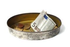 Boîte en fer blanc avec de l'argent Photos libres de droits