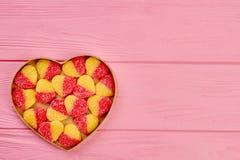 Boîte en forme de coeur avec des sucreries de gelée Images stock