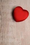 Boîte en forme de coeur rouge Images stock