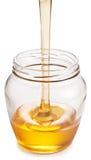 Boîte en verre complètement de miel Photographie stock libre de droits