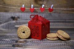Boîte et pâtisserie de Valentine Photo stock