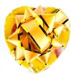 Boîte et ruban jaunes sur les milieux blancs Image stock
