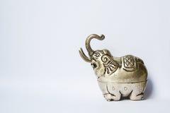 Boîte formée par éléphant argenté de Khmer L'éléphant a soulevé le tronc, symbole de la bonne chance Photographie stock
