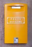Boîte jaune de courrier de Vatican Image libre de droits