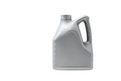 Boîte métallique grise avec l'huile à moteur d'isolement sur le fond blanc Photo libre de droits