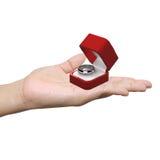 Anneau de mariage sur les paumes Photographie stock