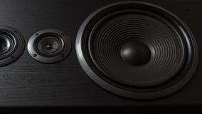 Boîte noire de haute fidélité de haut-parleur bruyant dans la fin  Matériel sonore professionnel images libres de droits