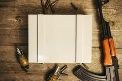 Boîte pour le logo militaire de munitions images stock