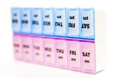 Boîte pour le stockage des drogues, avec des inscriptions des jours de la semaine Photos libres de droits