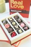 Boîte réglée à chocolat avec amour de mots Photos libres de droits