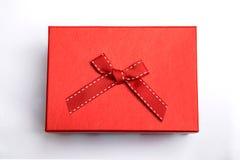 Boîte rouge avec le ruban images stock