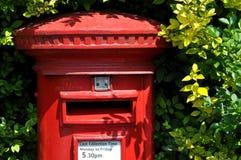 Boîte rouge britannique de courrier Photographie stock libre de droits