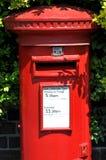 Boîte rouge britannique de courrier Photographie stock