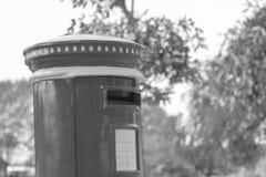 boîte rouge de courrier de vintage Images stock