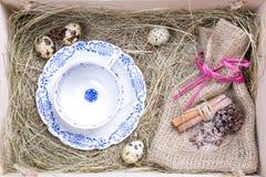 Boîte rustique de Pâques Photos stock