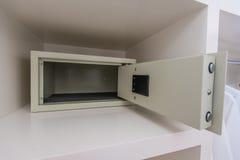 Boîte sûre avec la serrure électronique dans l'hôtel Photographie stock