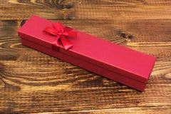 Boîte sur la table en bois photo stock