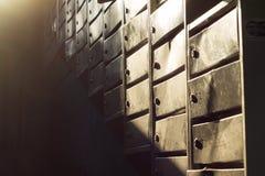 Boîtes aux lettres dans l'entrée Photo stock