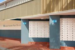 Boîtes aux lettres dans le bureau de poste des Iles Cayman Images stock