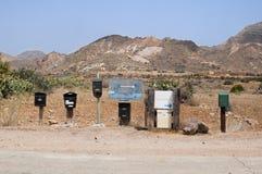 Boîtes aux lettres dans le désert Image stock