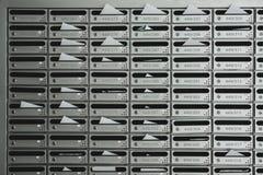 Boîtes de courrier de signalisation avec le nombre de pièce Photos stock
