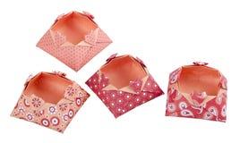 Boîtes de papier d'amour d'origami, boîte-cadeau d'isolement Photographie stock libre de droits