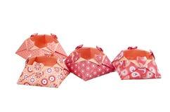 Boîtes de papier d'amour d'origami, boîte-cadeau d'isolement Photographie stock